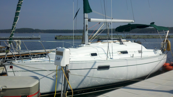 """Beneteau 281 Oceanis Sailboat"""
